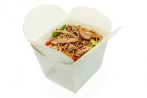 Китайская лапша в коробочке с курицей