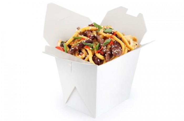Китайская лапша в коробочке с морепродуктами